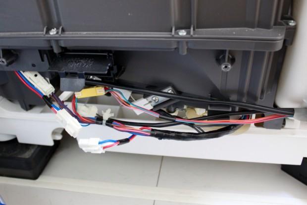 20150510洗濯機ヒートポンプ部の分解清掃02_背面下部.jpg