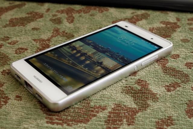 Huawei-P8lite_アルミバンパー取付後