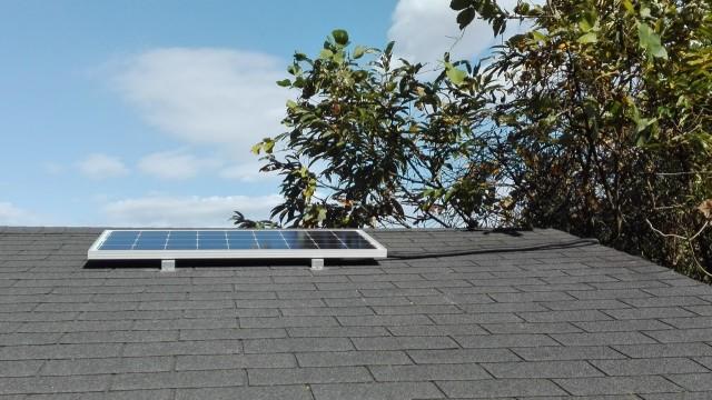 2015-1107太陽光発電-太陽光パネル取付2コルゲートチューブでカバー
