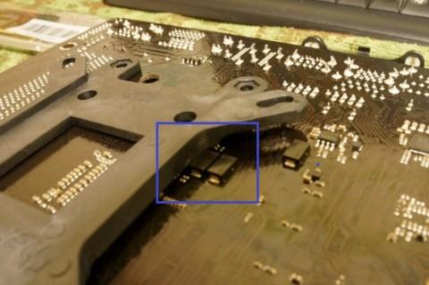 Asrock FM2A88X-ITX+へのCPUコア取り付け02チップが邪魔