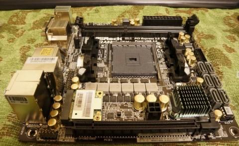 Asrock FM2A88X-ITX+へのCPUコア取り付け01