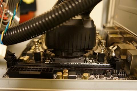 Asrock FM2A88X-ITX+へのCPUコア取り付け09水冷コアア取り付け