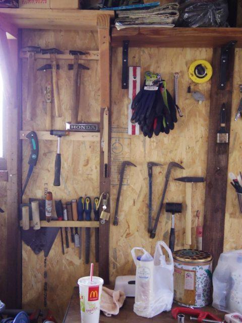 20161030-08壁に掛けられた道具たち2